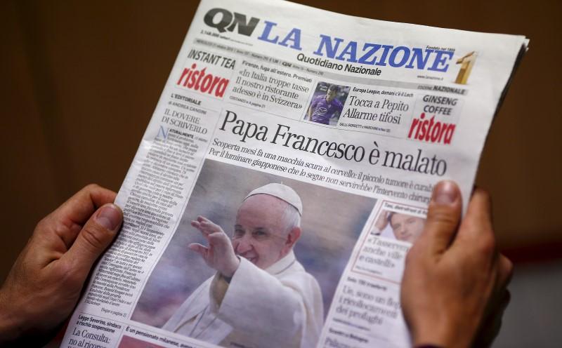 La portada del diario italiano Quotidiano Nazionale, (Diario Nacional), en donde se informó de la supuesta enfermedad del Papa. (Foto: Internet).