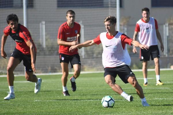 Durante 12 días el fuerte de entrenamiento será en campo de futbol de Los Ángeles de San Rafael. (Foto Prensa Libre: EFE)