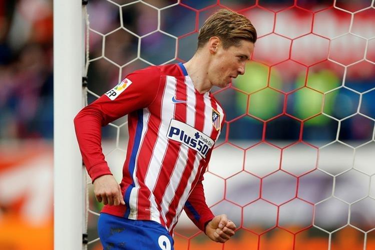 Torres se dispone a celebrar su gol histórico con el club rojiblanco. (Foto Prensa Libre: AP)