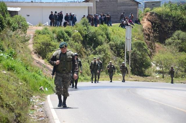 Es permanente la presencia de elementos del Ejército y agentes de la Policía Nacional Civil. (Foto Prensa Libre: Cortesía)