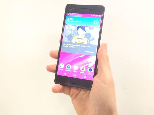 El Xperia X, de Sony, tiene una pantalla de 5 pulgadas con colores vivos. El teléfono funciona con Android 6 (Marshmallow). (Foto Prensa Libre: Cristian Dávila).