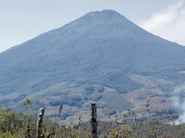 En el volcán Acatenango, Chimaltenango, murieron seis turistas el fin de semana último, durante una expedición. (Foto Prensa Libre: Víctor Chamalé)