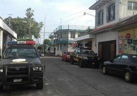 Personal del MP coordina operativos en busca de agentes de la PNC en Retalhuleu, investigados por tumbe de drogas. (Foto Prensa Libre: Jorge Tizol)
