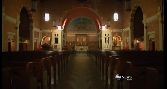Interior de la iglesia Santo Niño Jesús de Queens, donde fue abandonado el recién nacido. (Foto: ABC News).