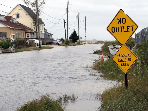 """Nueva Jersey comienza a sintir los efectos del huracán """"Joaquín""""."""