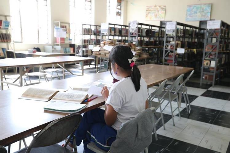 Acercarse a una biblioteca puede resultar enriquecedor. En el Centro Histórico hay varias. (Foto Prensa Libre: Ana Lucía Ola)