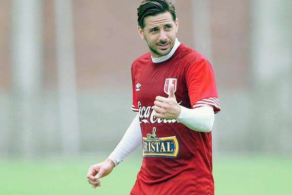 Pizarro volvería al torneo más antiguo del mundo con la selección chilena. (Foto Prensa Libre: EFE)