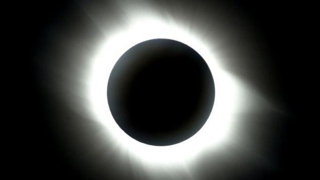 Para los astrónomos, el eclipse total de sol es el fenómeno más hermoso de la naturaleza. (AFP)