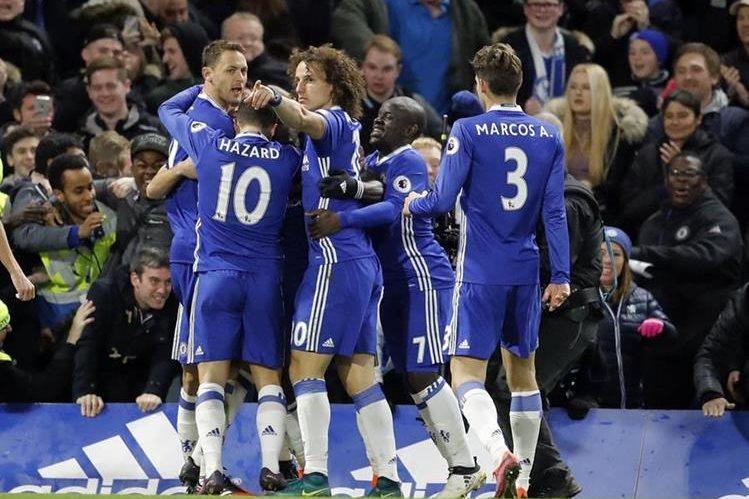 La alegría del Chelsea por el triunfo fue evidente al finalizar el juego. (Foto Prensa Libre: AP)