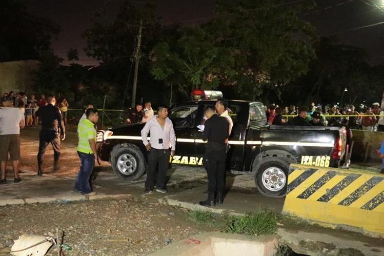 Unidad de la PNC atacada a balazos en Puerto Barrios. Foto Prensa Libre: Dony Stewart.