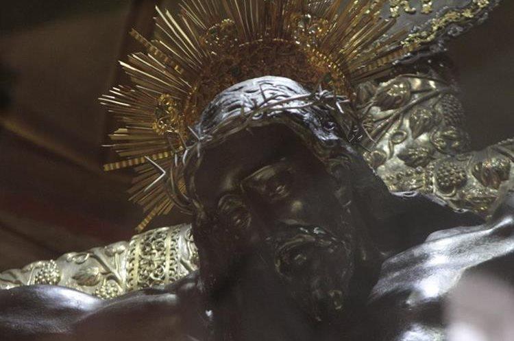La imagen del Cristo Negro tiene más de 400 años, fue tallada por el portugúes Quirio Cataño. (Foto Hemeroteca PL)