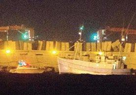 Embarcación sueca Marianne que transportan los activistas pro-palestinos llega al puerto israelí de Ashdod. (Foto Prensa Libre:AFP).