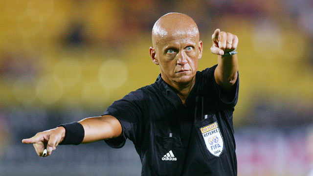 El italiano Pierluigi Collina, se mostró a favor de la tecnología en la línea de gol para la Eurocopa. (Foto Prensa Libre: Hemeroteca)