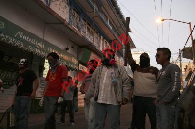Maestros del sureño estado mexicano de Guerrero mantuvieron retenidos a dos empleados de la empresa Coca-Cola. Los hechos se originaron por la tarde cuando policías detuvieron a tres supuestos estudiantes acusados por la empresa de saquear sus camiones.