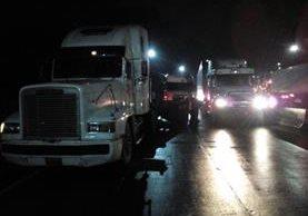 Vehículos involucrados en el accidente. (Foto Prensa Libre: PMT de Villa Nueva)