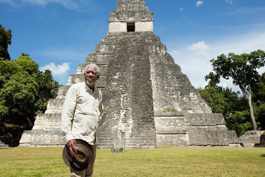 La serie La historia de Dios fue la escusa para que Morgan Freeman visitará el año pasado El Mirador y Tikal, en Petén. (Foto Prensa Libre: Hemeroteca PL)