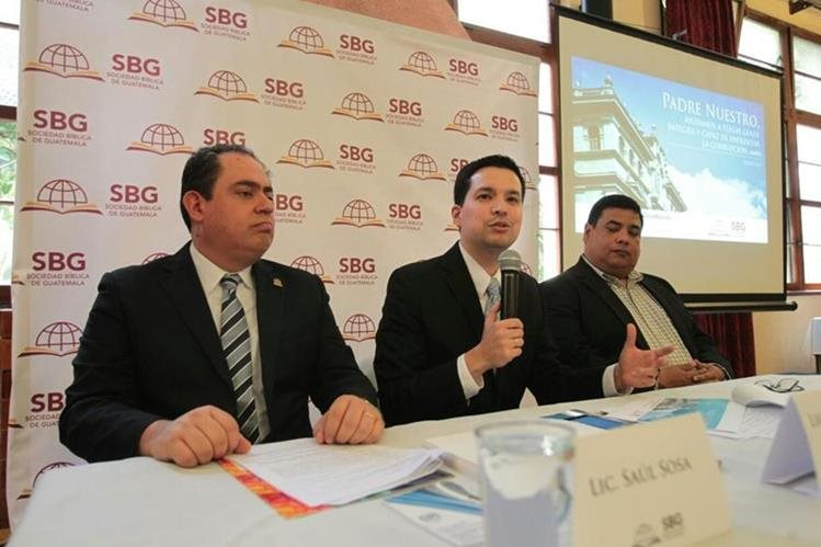 Integrantes de la Sociedad Bíblica de Guatemala instan a cristianos a que oren en contra de la corrupción y elegir a las mejores autoridadesa para que goibernen el país. (Foto Prensa Libre: Paulo Raquec)