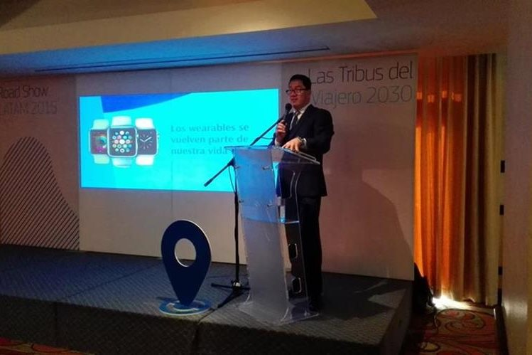 Francisco Alfaro director regional de Amadeus presentó los resultados del estudio. (Foto Prensa Libre: Natiana Gándara)