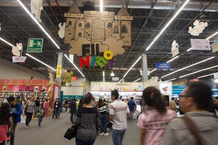 Aspecto de los pasillos de la XXX Feria Internacional del libro en Guadalajara, México. (Foto Prensa Libre: ©FIL/ EVA BECERRA)