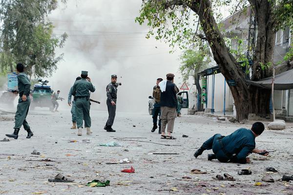 Un atacante suicida mató a 33 personas en un ataque en la ciudad oriental afgana de Jalalabad, (Foto Prensa Libre:AFP)