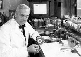 Alexander Fleming, bacteriólogo y farmacólogo británico, publicó sus descubrimientos en una revista especializada de patología experimental en 1929. GETTY IMAGES