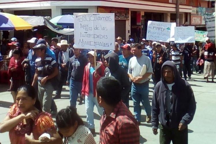 Campesinos exigen la continuidad del Instituto Nacional de Bosques (Inab), en Santa Cruz del Quiché. (Foto Prensa Libre: Óscar Figueroa)