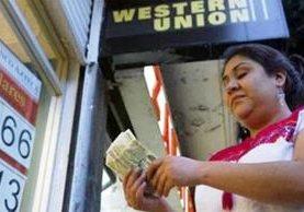 Las remesas se han constituido en una de las principales fuentes de ingresos para las familias. (Foto Prensa Libre: Hemeroteca PL)