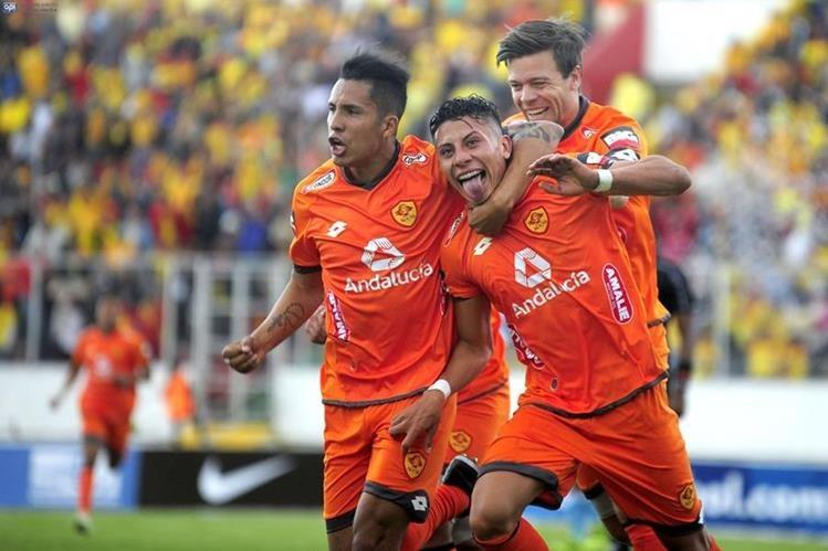 El futbol ecuatoriano pasa por un momento de crisis financiera. (Foto Prensa Libre: AFP)