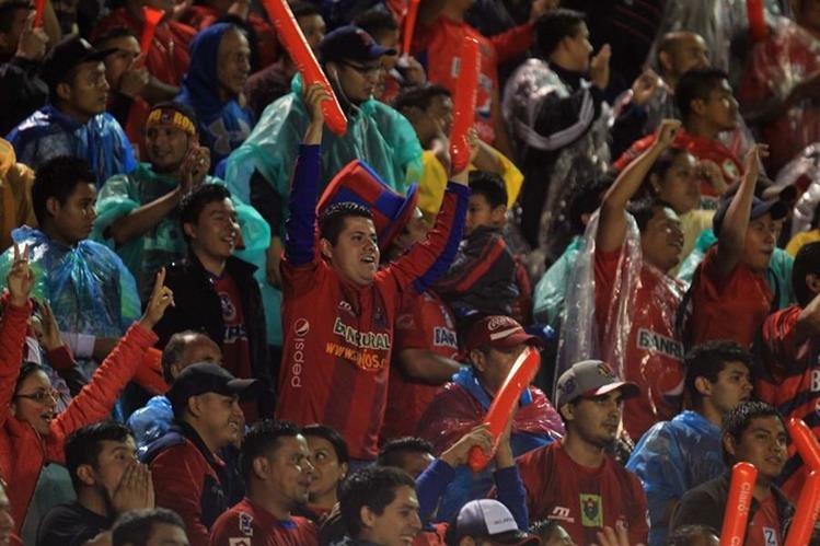 Cerca de 18 mil aficionados estuvieron presentes en la final de vuelta del Clausura 2017. (Foto Prensa Libre: Carlos Vicente).