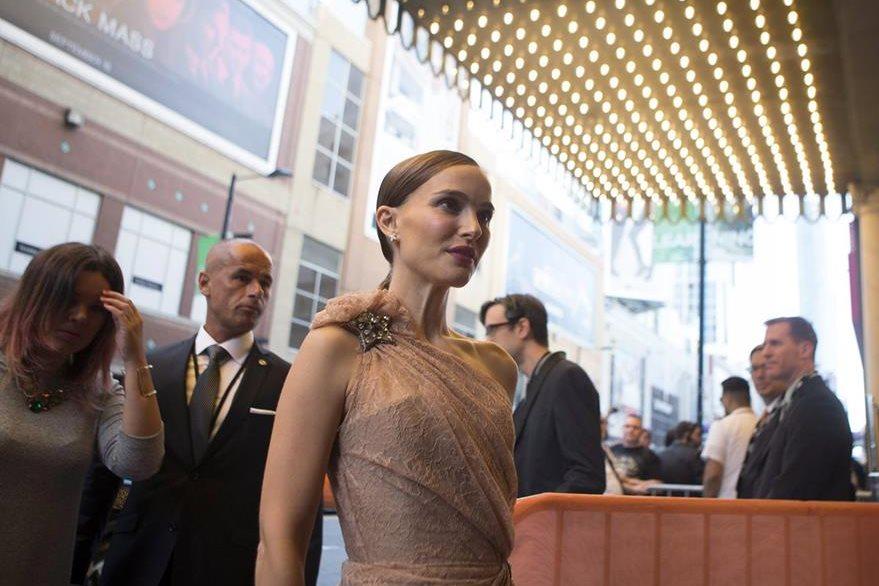 La actriz Natalie Portman arribó a la alfombra roja del festival de cine. (Foto Prensa Libre: AP)