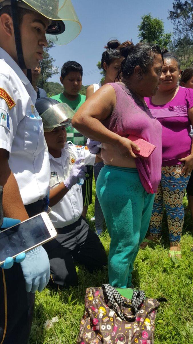 Varias personas resultaron heridas y algunas fueron tratadas en el lugar.