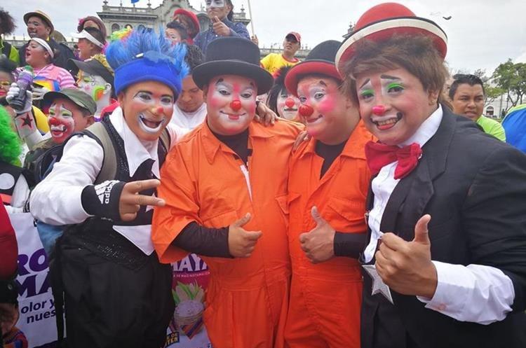 Los payasos piden respeto por su profesión. (Foto Prensa Libre: José Manuel Patzán)