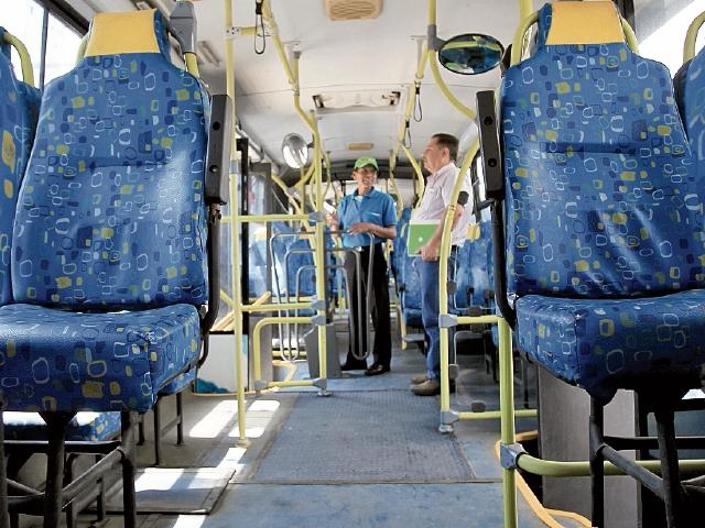 Sillones de las unidades del Express Roosevelt están deteriorados, los buses son de segunda mano.