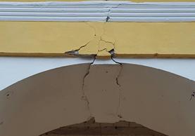 Arco de la Torre del Reloj en Ciudad Vieja, Sacatepéquez, con daños en su estructura. (Foto Prensa Libre: Julio Sicán)