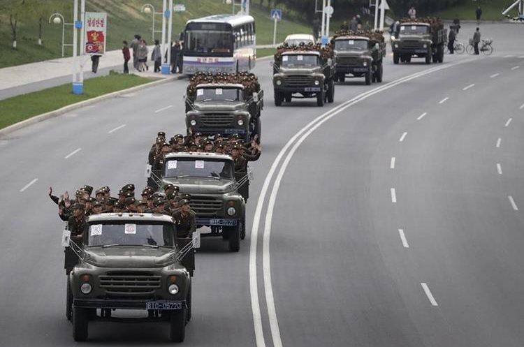 Parte de los soldasdos norcoreanos que se preparan nate la crisis con EEUU. (AP)