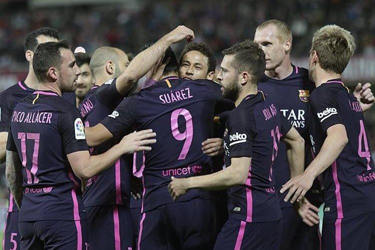 Luis Suárez abrió el marcador para el cuadro azulgrana. (Foto Prensa Libre: EFE)