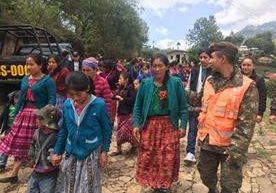 Ejército traslada a personas a aldea Las Brisas