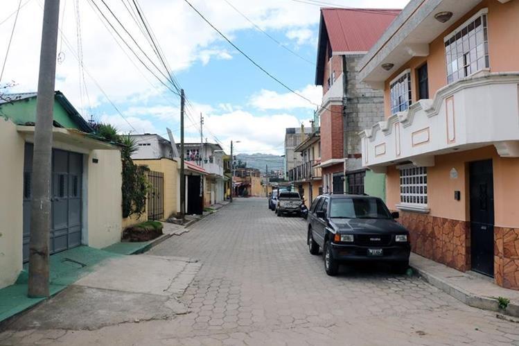 Una de las calles de la colonia Díaz, zona 3 de Quetzaltenango, lucen tranquilas, aunque los vecinos extrañan a Gabriela Barrios. (Foto Prensa Libre: Carlos Ventura)
