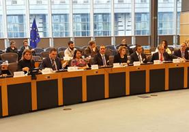 Los ministros de Trabajo, Gobernación y Relaciones Exteriores, durante una presentación en el Parlamento Europeo, en Bruselas, Bélgica. (Foto Prensa Libre: Minex)