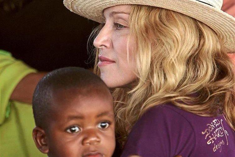 Madonna es una de las celebridades que también ha acparado noticias por adoptar niños. (Foto: Hemeroteca PL).