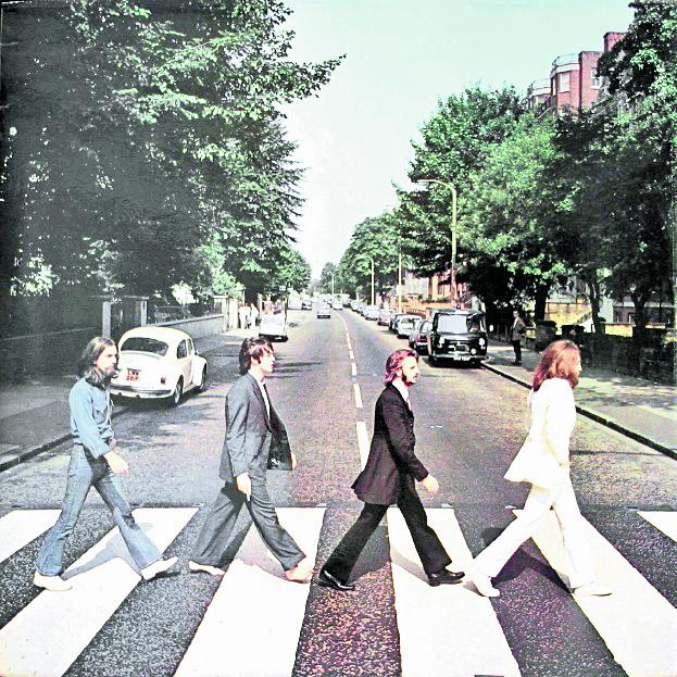 Es posiblemente el paso de cebra más famoso de todo el mundo. ¿El motivo? La banda que marcó un antes y un después en la música decidió cruzarlo e inmortalizar el momento para la portada de uno de sus discos. Está en Londres, y miles en el mundo han emulado la fotografía.