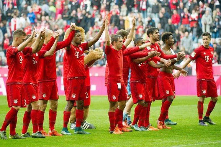 El Bayern Munich sonrie luego de vencer por goleada al Colonia y llegar a su triunfo mil. (Foto Prensa Libre: AP)