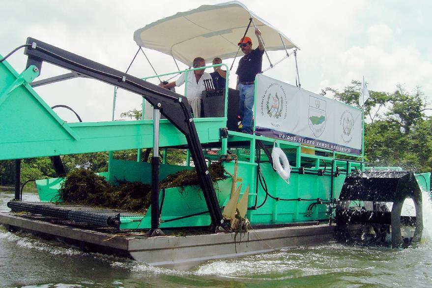 Equipo que se utiliza para retirar la hydrilla verticilata que afecta al Lago de Izabal (Foto: Hemeroteca PL)