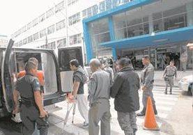 Pacientes de los hospitales Roosevelt y San Juan han muerto víctimas de ataques perpetrados por pandilleros en esos nosocomios- (Foto Prensa Libre: Hemeroteca PL)