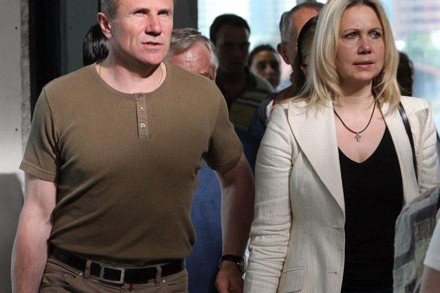 Sergey Bubka acompañado de su esposa Liliya arriba a Guatemala donde se realizó la 119 Asamblea del Comité Ejecutivo del COI en 2007. (Foto: Hemeroteca PL)