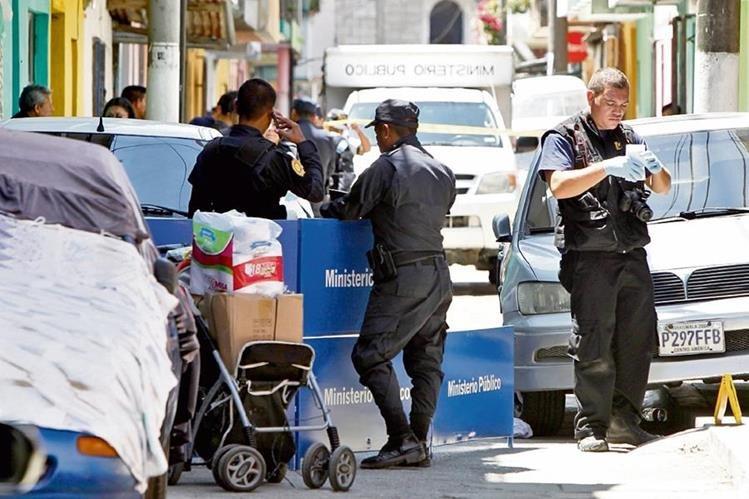 Un niño de 14 años y su madre, Claudia Marina Saquic, murieron a balazos el pasado 15 de marzo y quedaron junto a la carreta con el producto que vendían. (Foto Prensa Libre: Hemeroteca PL)