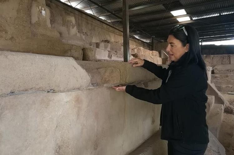 Bárbara Arroyo, arqueóloga del sitio, comenta que es posible afirmar que la ciudad tuvo varios apogeos a lo largo de su historia. (Foto Prensa Libre: Sandra Vi)