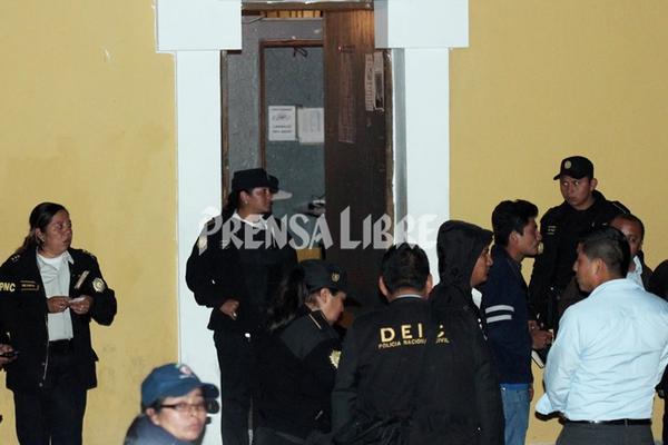 MP recaba evidencias en el lugar de la matanza. (Foto: Prensa Libre)