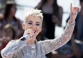 La cantante estadounidense Katy Perry se convirtió en la primera persona en tener 100 millones de seguidores en Twitter. (Foto Prensa Libre: AFP).