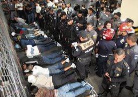 El 18 de agosto pandilleros de la Mara Salvatrucha y del Barrio 18 se enfrentaron a balazos en una carceleta de la Torre de Tribunales. (Foto Prensa Libre: Hemeroteca PL)